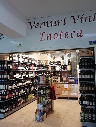 """Da Venturi Vini a Bordighera: molti vini pronti da """"stappare"""" per Natale e Capodanno o da bere subito senza pensieri"""