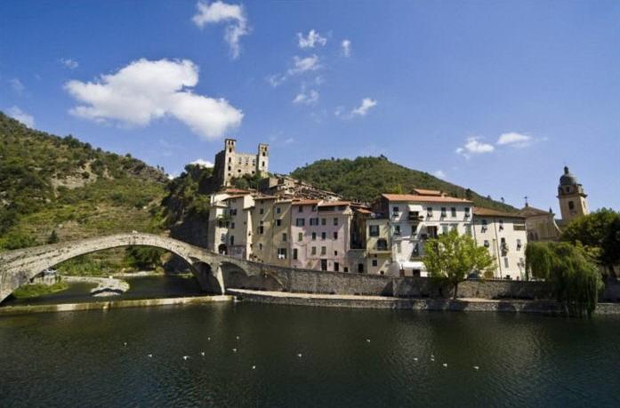 Turismo: Regione Liguria, al via nuovi eventi targati #lamialiguria. Grande infiorata al Teatro Parenti di Milano con i fiori di Liguria