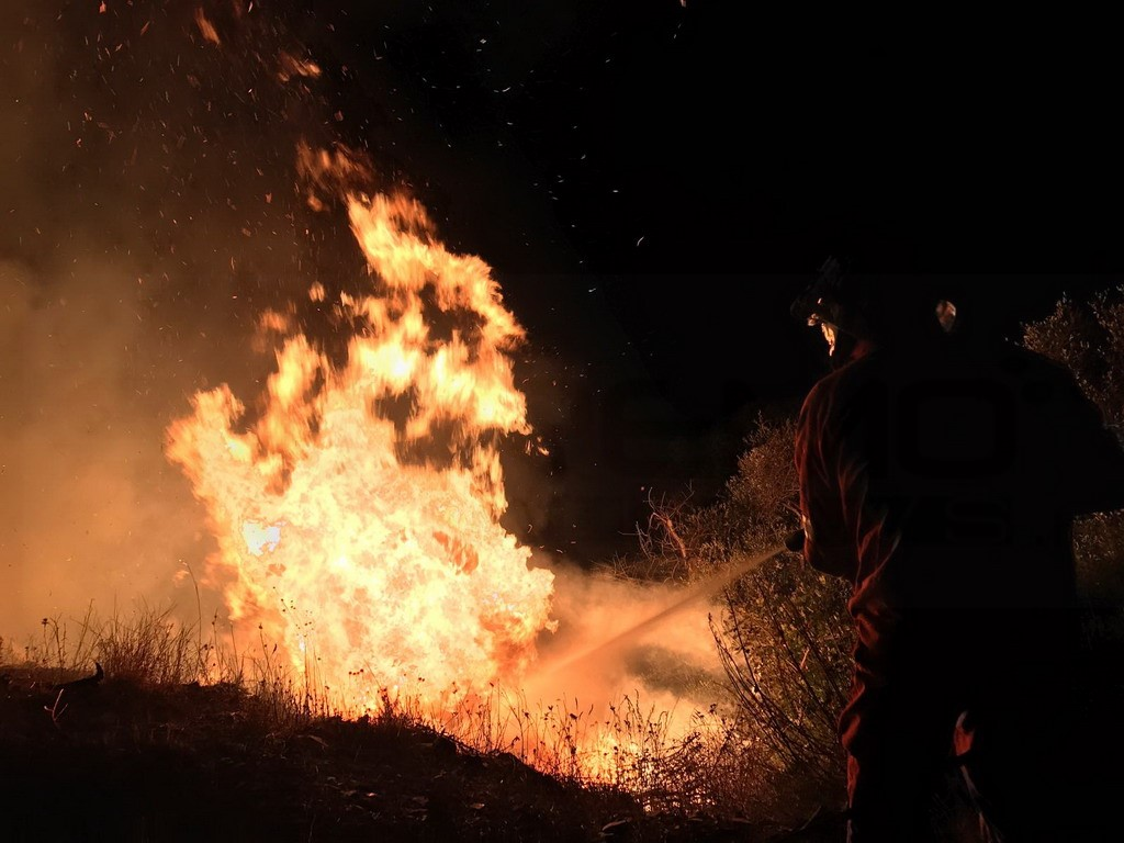 Pieve di Teco: incendio di bosco poco sopra San Bernardo di Conio, intervento dei Vigili del Fuoco
