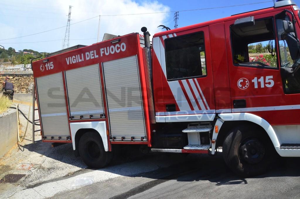 Pigna: incendio al Colle della Melosa, bruciano alcuni pascoli. Intervento di Vigili del Fuoco e volontari