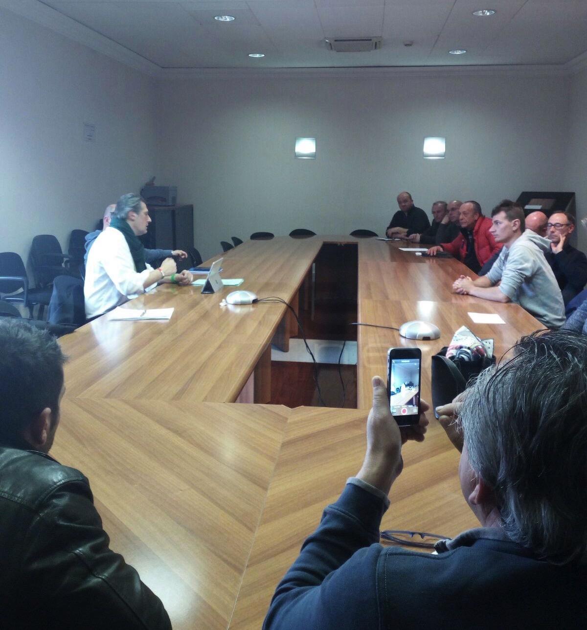 """I pescatori in sciopero incontrano l'Assessore Regionale Mai: """"Aperto un tavolo di trattativa"""" (foto)"""