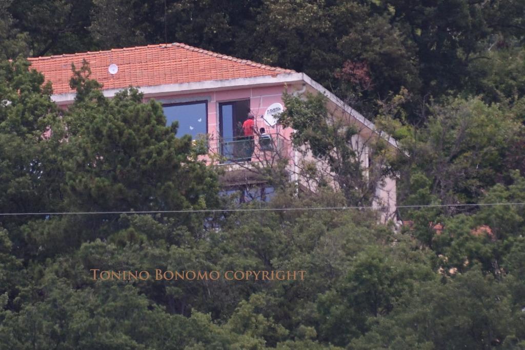 Sanremo: è polemica per l'arrivo di ieri di alcuni migranti a Pian della Castagna sotto San Romolo (Foto)