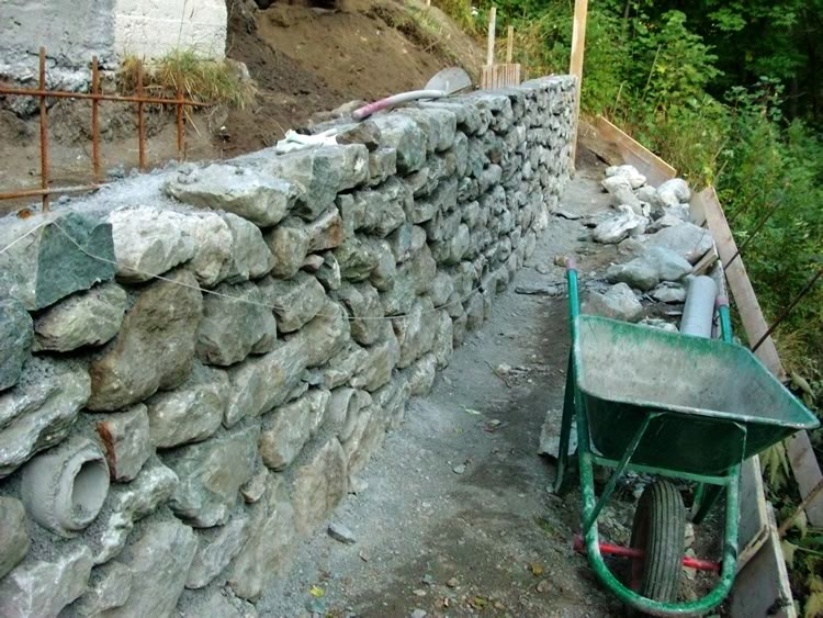 Olivetta san michele 113mila euro per il ripristino di 1 - Muretti in pietra giardino ...