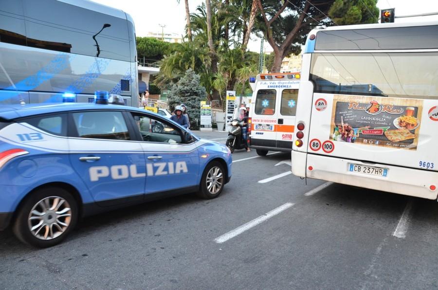 Ventimiglia: lotta ai venditori abusivi del mercato, controlli sui bus in arrivo da Sanremo