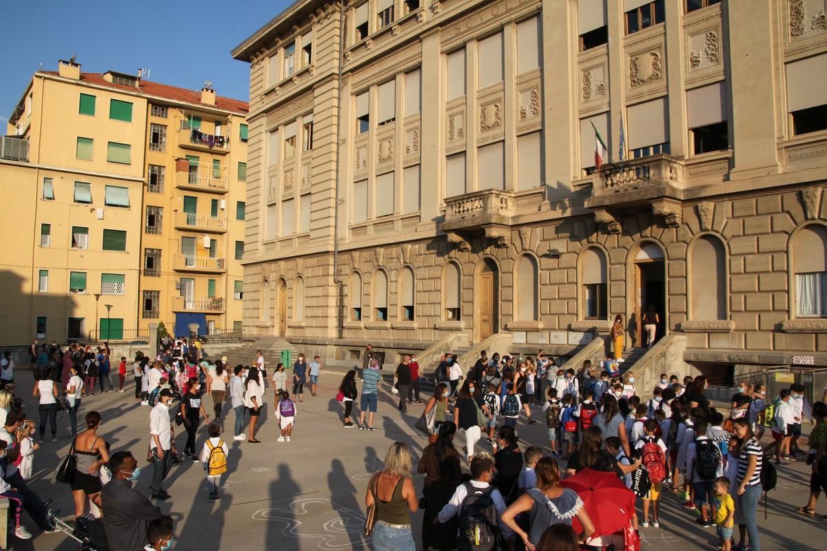 Sanremo: primo giorno di scuola in via Volta tra ingressi scaglionati e  qualche regola ancora da assimilare (Foto e Video) - Sanremonews.it