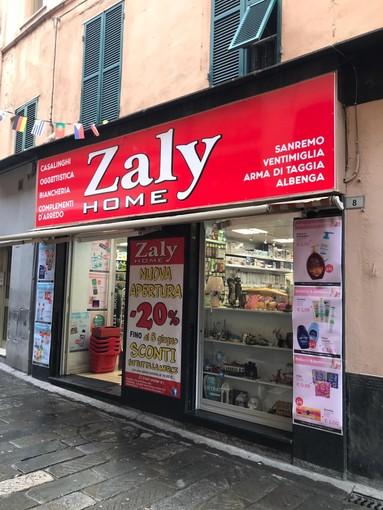 Da Zaly Home in via Palazzo saldi estivi su arredamento con sconti dal 30% al 70%