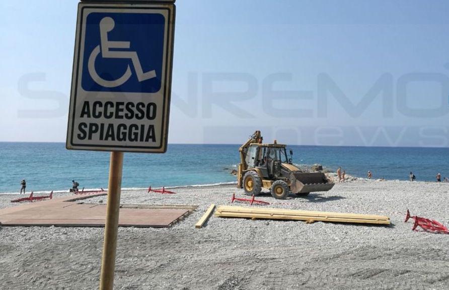 Ventimiglia iniziato l 39 allestimento della spiaggia - Alla colorazione della spiaggia ...