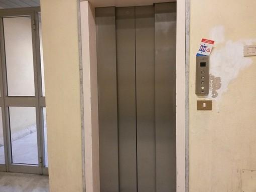 Imperia ancora guasti gli ascensori di un palazzo di nove for Piani di casa di palazzo