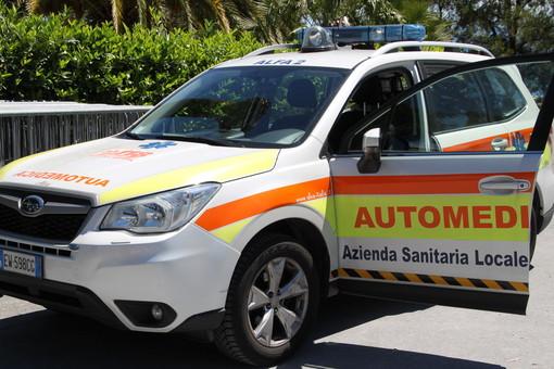 Imperia: grave incidente stradale in viale Matteotti, due giovani cadono dallo scooter di fronte al Catasto