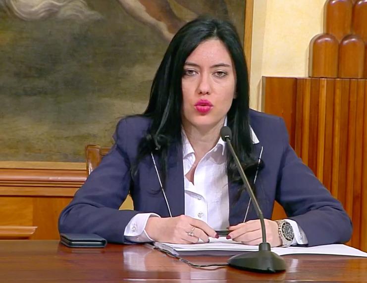 Conferma del Ministro Azzolina: a settembre a scuole con metà in ...