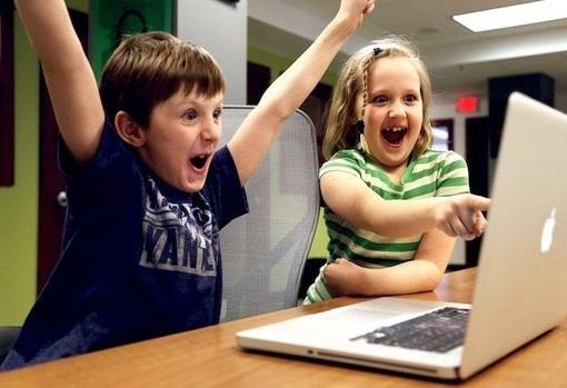 Insidie per i nostri figli a casa collegati ad internet. Ecco come difenderli