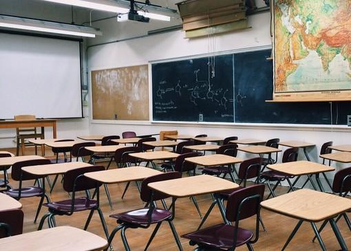 Covid-19 a scuola, tre studenti e un operatore positivi in provincia di Imperia: le classi sono in isolamento ed è stato avviato il tracciamento dei contatti