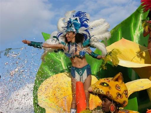 Diano Marina: prove generali per il ritorno del Carnevale in grande stile, quest'anno tornerà uno degli storici carri