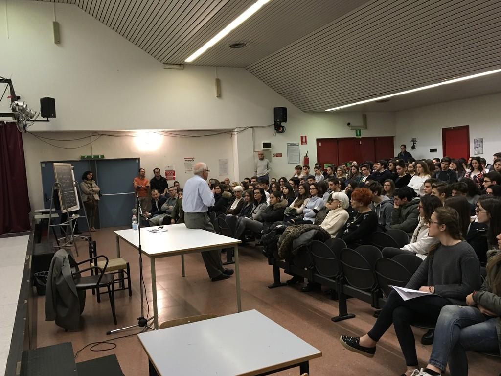 """Ventimiglia: al Liceo Aprosio l'incontro """"Tra identità e sfide future. La Storia ci guida?"""", una conferenza del prof. Mario Ascheri"""
