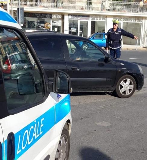 Diano Marina: nuova normativa sui seggiolini per bambini in auto, controlli della polizia municipale (Foto) - SanremoNews.it