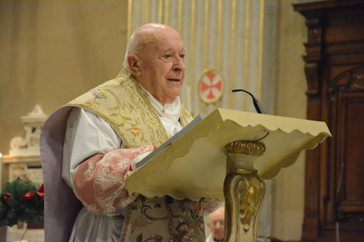 Un momento della cerimonia per don Grasso l'8 dicembre a Oneglia