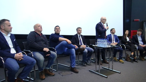 Da sinistra Matteo Viacava, Giovanni Berrino, Giovanni Toti, Edoardo Rixi, Pietro Paolo Giampellegrini, Laurent Vierin, Emily Rini, Stefano Miserocchi