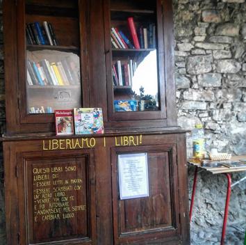 Apricale un armadio libreria nel centro del paese per for Cabine vicino a ohiopyle pa