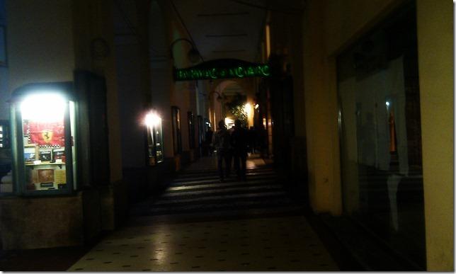 Imperia illuminazione assente sotto ai portici la denuncia di un