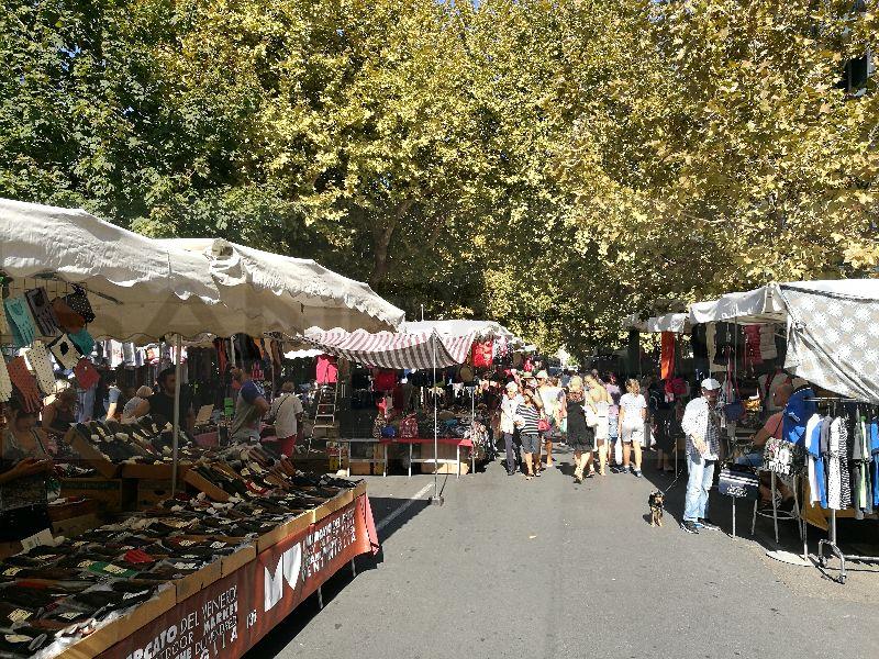 aa1192ed57 Ventimiglia, mercato del venerdì: gli ambulanti non apprezzano la chiusura  alle 14, Benassi
