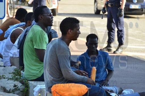 """""""Diritti violati nella Lampedusa del Nord"""": il preoccupante report della Ong 'We World' sulla questione migranti a Ventimiglia"""