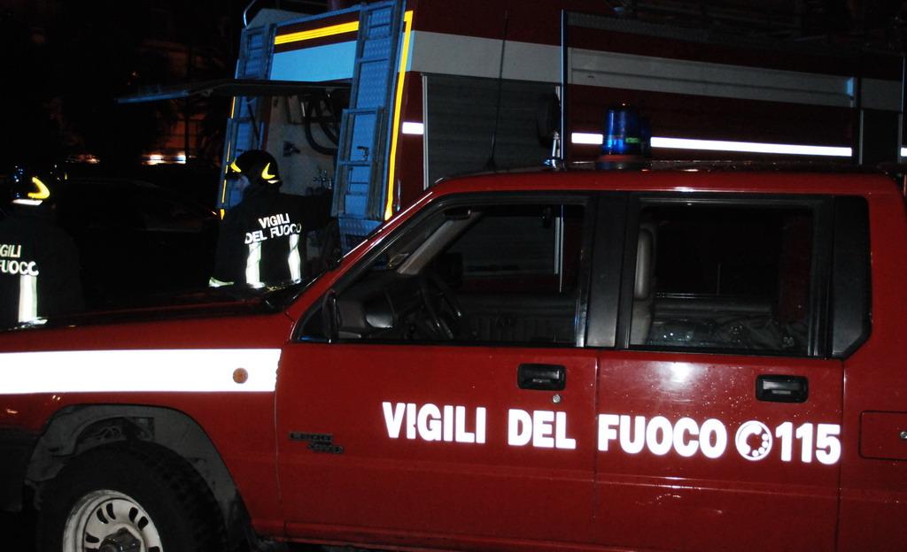 Isolabona: principio d'incendio in un'abitazione vicino al Comune, intervento dei Vigili del Fuoco