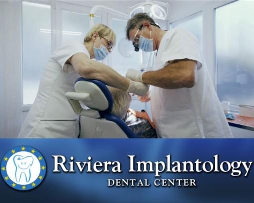 Implantologia dentale Provincia di Imperia: intervista al Dottor Aurelio Quarti per conoscere le differenze tra la tecnica a carico immediato e quella a carico differito