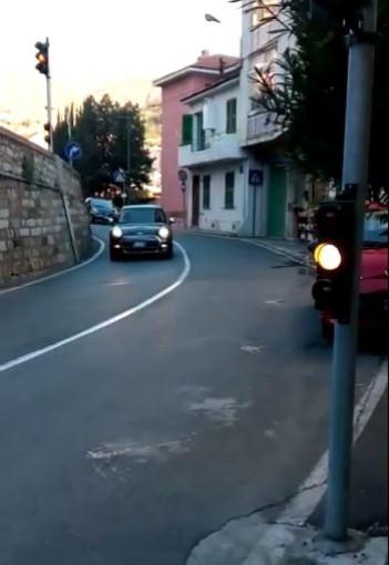 Sanremo: è stato riparato il guasto al semaforo tra via De Amicis e via Galilei, segnalato da un nostro lettore
