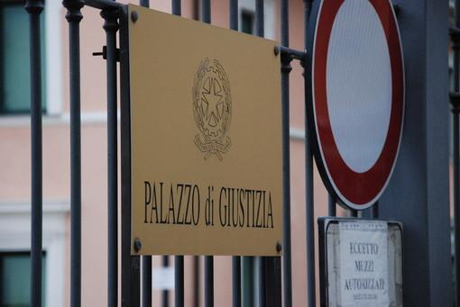Imperia: suicida il carabiniere testimone al processo sul caso della patente del marito dell'ex procuratore