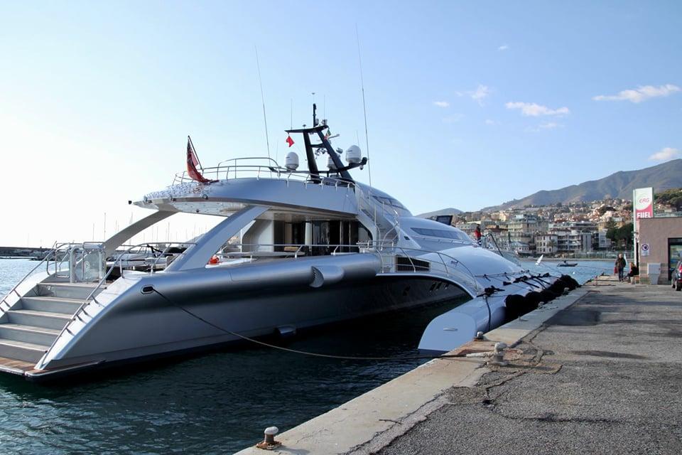 """Sanremo: attracca a Porto Sole lo yacht """"Galaxy of Happiness"""", il trimarano di lusso più lungo al mondo"""