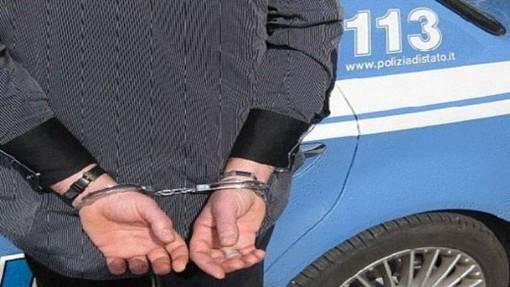 Sanremo: schiaffi al viso e colpi alla testa, arrestato dalla Polizia dopo aver tentato di soffocare la moglie