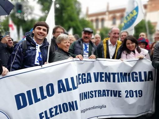 Anche una delegazione della Lega Ventimiglia ieri in piazza Duomo a Milano per Salvini