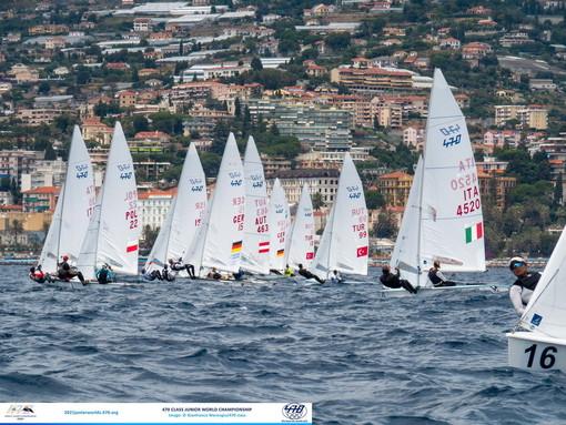 Vela: condizioni ideali nel golfo di Sanremo per il penultimo giorno di regata al 470 World Junior Championship (foto)