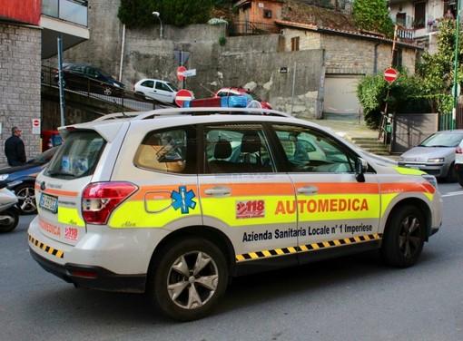Sanremo: scooter tampona un'auto in corso Mazzini, centauro trasportato in ospedale