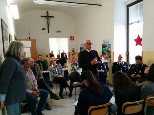 Pieve di Teco: il Maresciallo dei Carabinieri Antonio Brunetti incontra gli studenti del 'Ruffini' (foto)