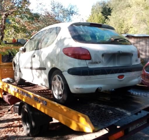 Isolabona: aveva lasciato l'auto non assicurata in circolazione, la Polizia Provinciale la seuqestra (Foto)