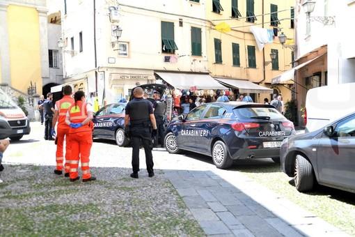 Sanremo: donna picchia il compagno con le stampelle al culmine di una lite, intervento dei Carabinieri (Foto)