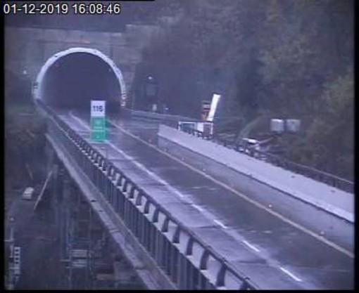 Chiusa nuovamente la A6 Savona-Torino: i sensori evidenziano allarme frana ed il traffico viene bloccato