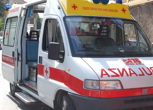 Imperia, incidente a Porto Maurizio: auto, con a bordo una famiglia tedesca, si ribalta