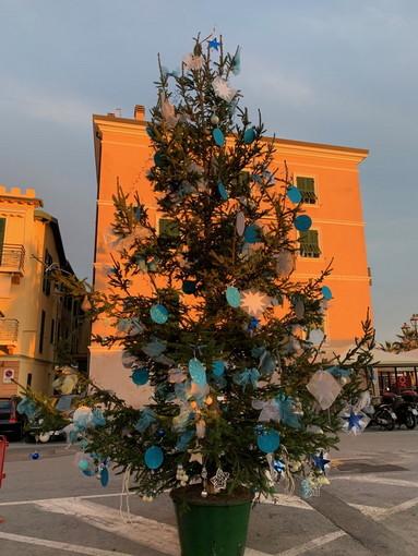Ventimiglia: grande partecipazione sabato scorso per l'addobbo dell'Albero di Natale alla Marina San Giuseppe (Foto)