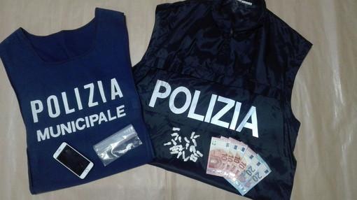 Sanremo: spacciava cocaina nascondendola in un muro della Pigna, 25enne marocchino arrestato dalla Polizia (Foto)