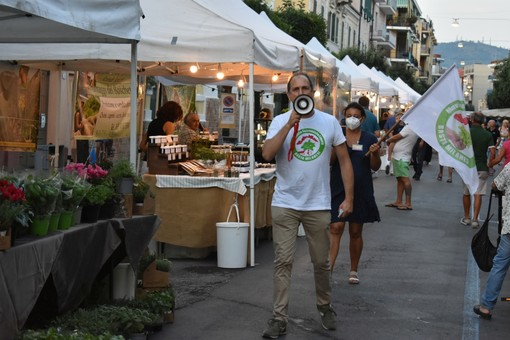 Aromatica a Diano Marina: incursione del comico Andrea Di Marco e molti visitatori per il primo giorno
