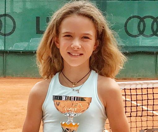 Tennis: il 'fenomeno' sanremese Angelica Sara è numero uno in Italia negli Under 10, ora la sfida ai migliori del Mondo