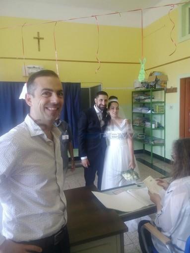 Imperia: balottaggio, oggi è andata a votare anche una coppia di sposi in abiti da cerimonia (Foto)