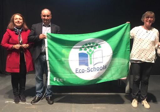 Con orto didattico e raccolta differenziata gli alunni di San Lorenzo al Mare ottengono la bandiera verde
