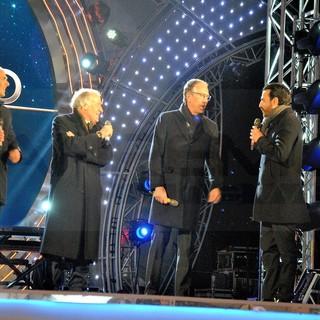 #Sanremo2020: il saluto del sindaco Bianchieri, del vicesindaco Sindoni e del presidente Rai Pubblicità Marano dal palco di piazza Colombo (Foto e video)