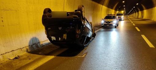 Sanremo: si capotta con l'auto in Aurelia Bis, ferite lievi per il conducente e mezzo quasi distrutto (Foto)