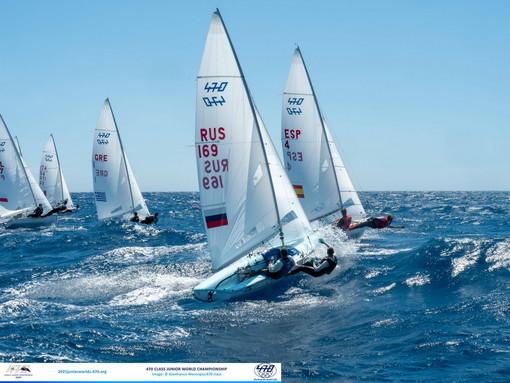 Sanremo: iniziato oggi il 470 World Junior Championship di vela con un vento tra 15 e 20 nodi (Foto)