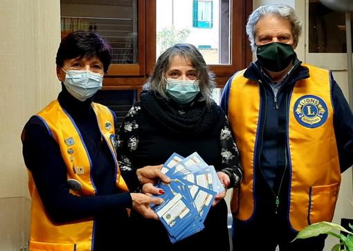 Ventimiglia: 58 tessera da 55 euro per le famiglie bisognose consegnate dai Lions frontalieri (Foto)