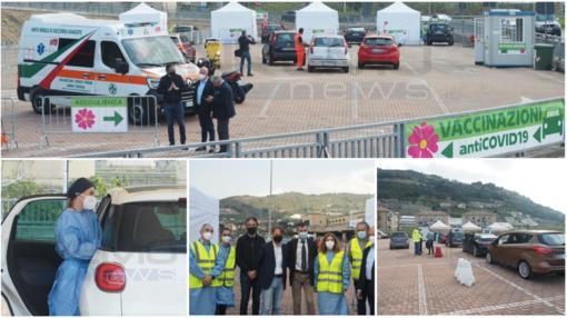 """Taggia: aperto il primo centro vaccini Covid drive through della Liguria. Falco """"Valuteremo nuove aperture negli altri distretti"""" (foto e video)"""